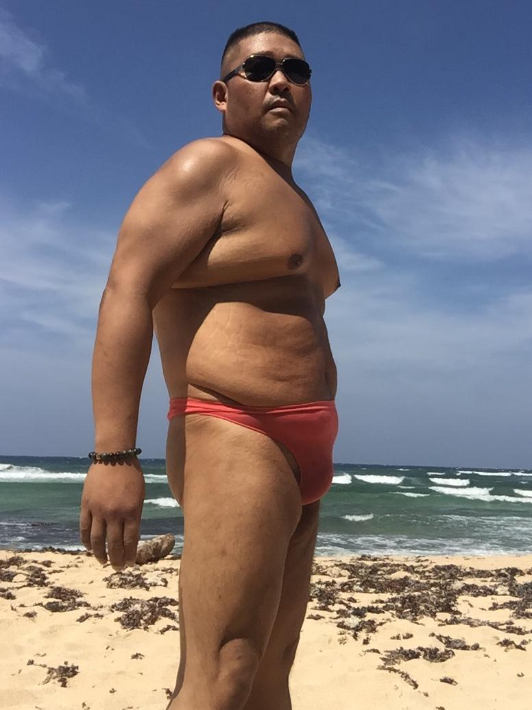 Bikini sun bather (6/218)