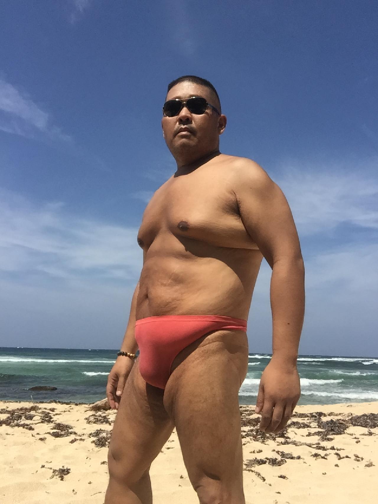 Bikini sun bather (7/218)