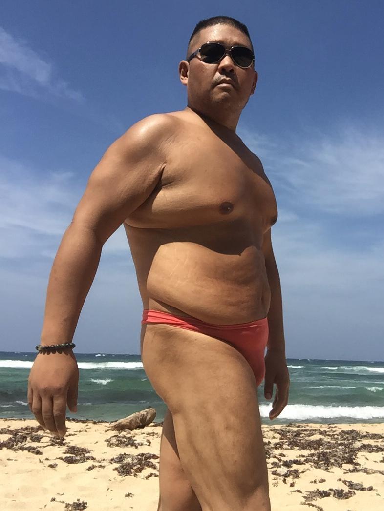 Bikini sun bather (10/218)