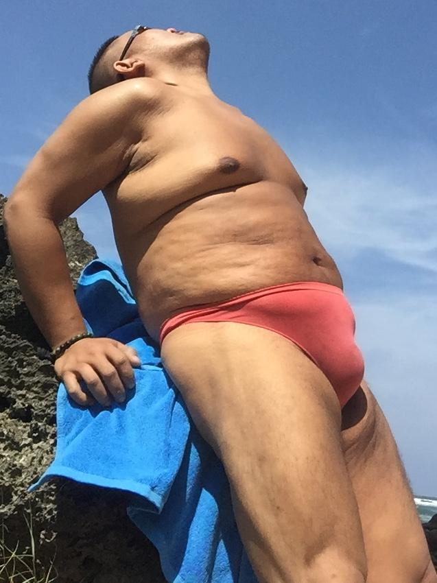 Bikini sun bather (12/218)