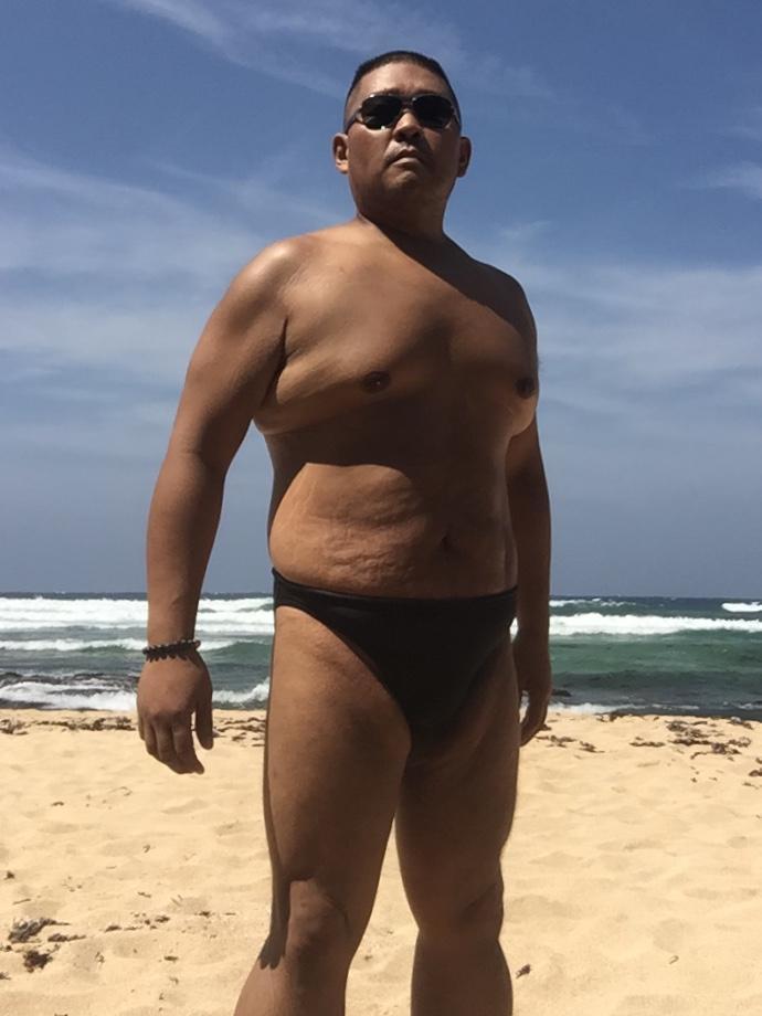 Bikini sun bather (16/218)