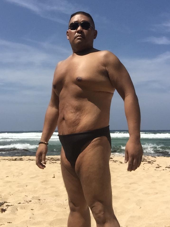 Bikini sun bather (17/218)
