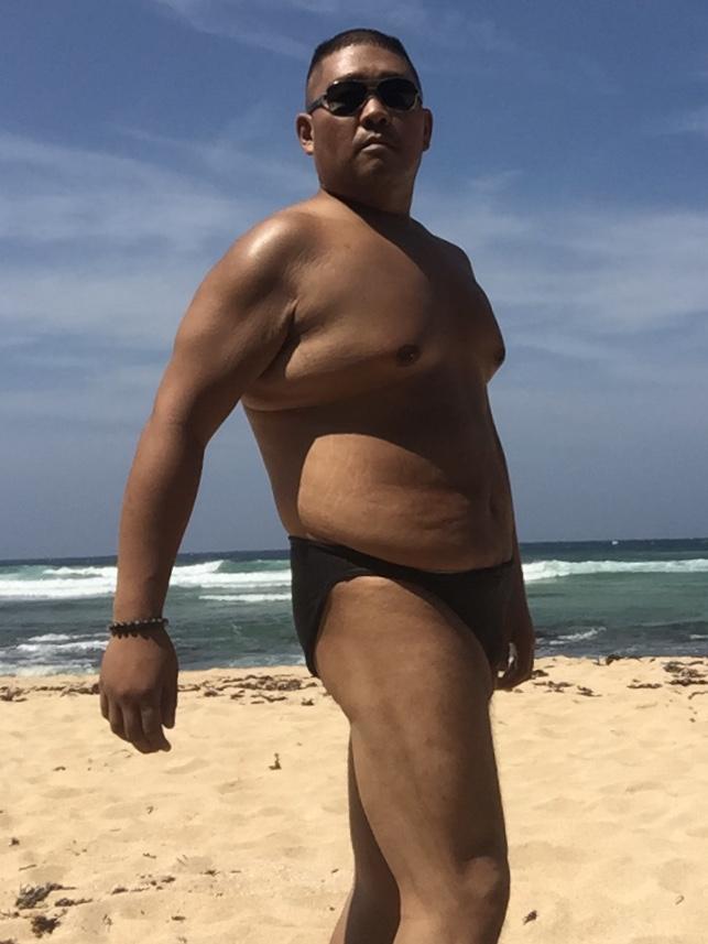 Bikini sun bather (19/218)