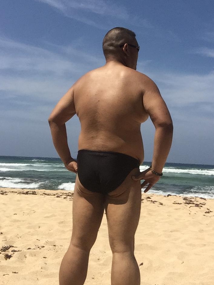 Bikini sun bather (21/218)