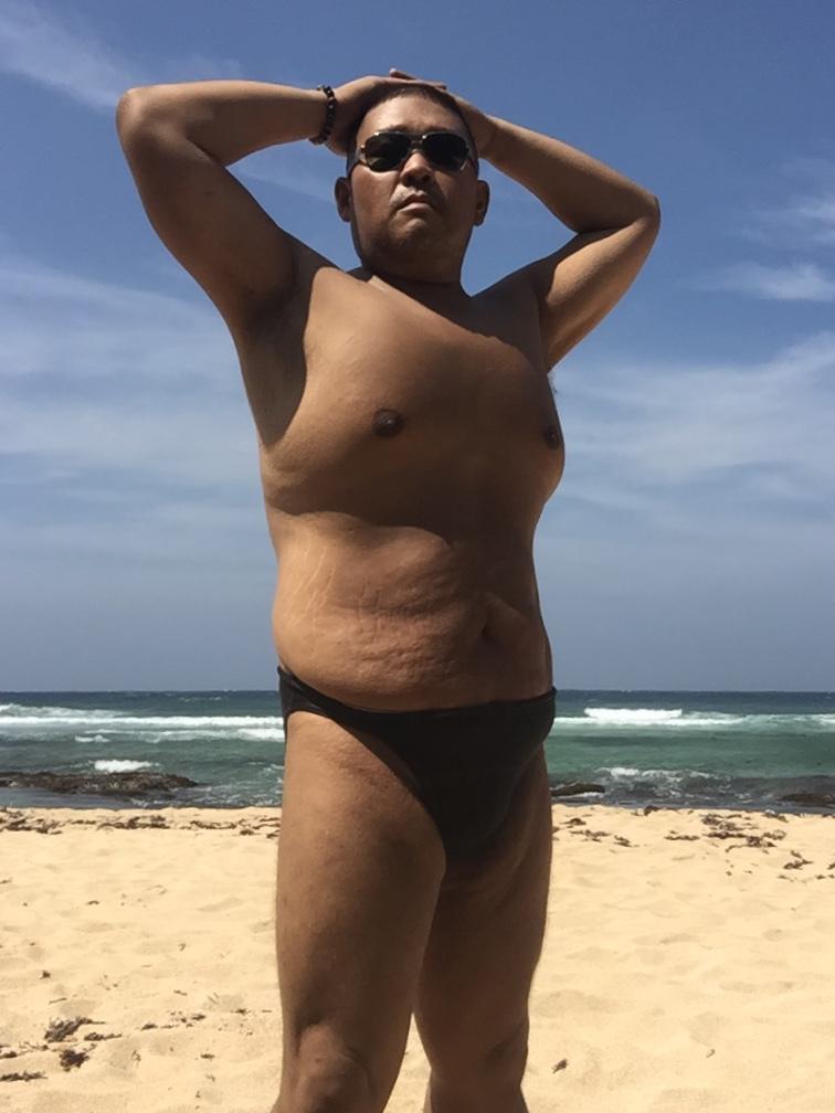 Bikini sun bather (22/218)