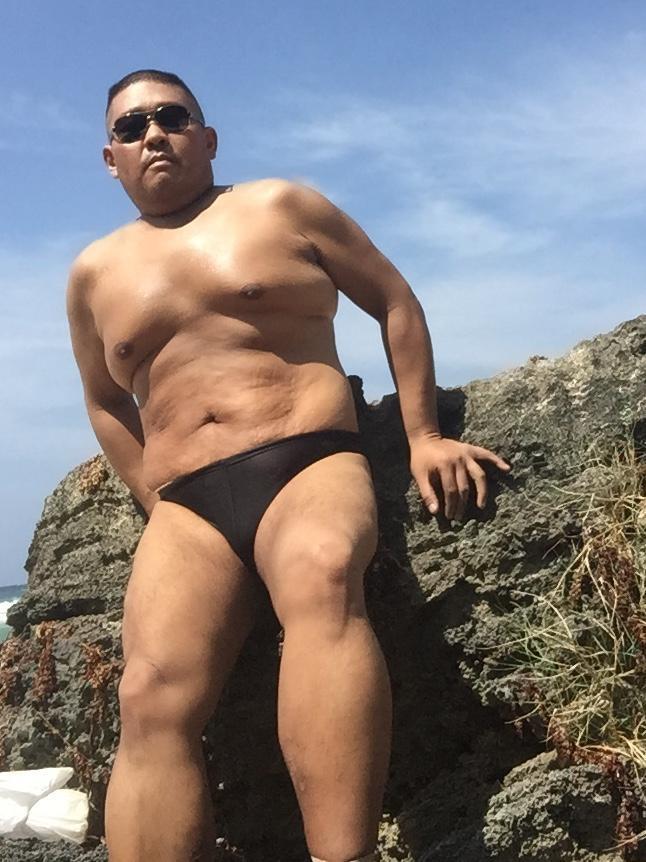 Bikini sun bather (24/218)