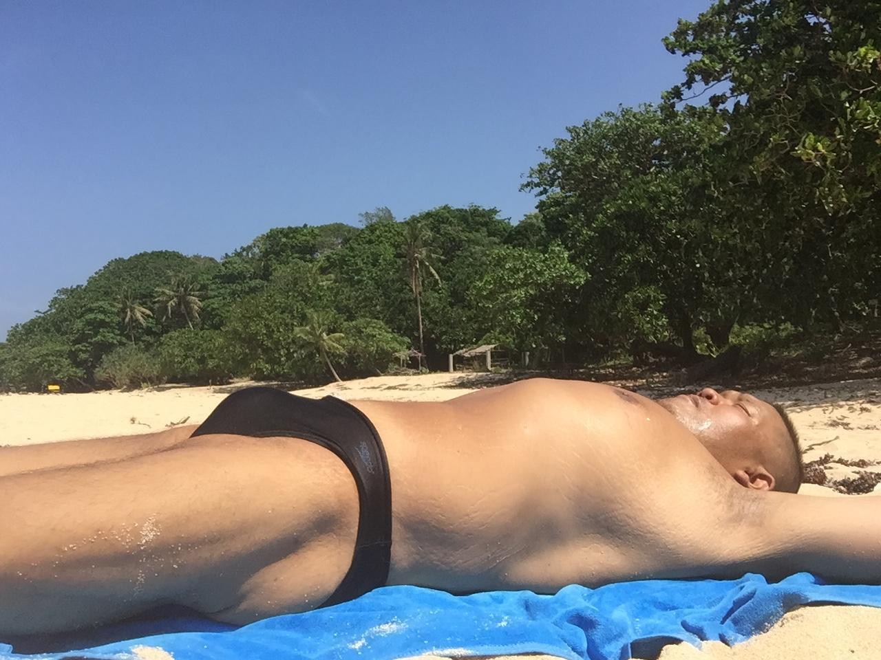 Bikini sun bather (29/218)
