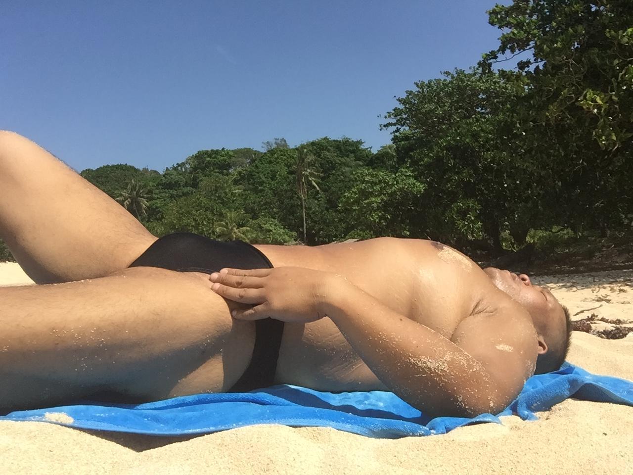 Bikini sun bather (31/218)