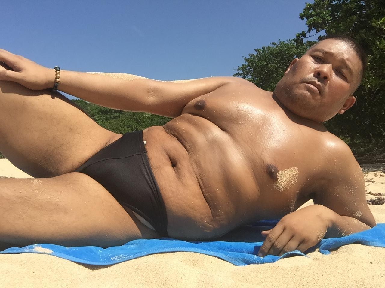 Bikini sun bather (32/218)
