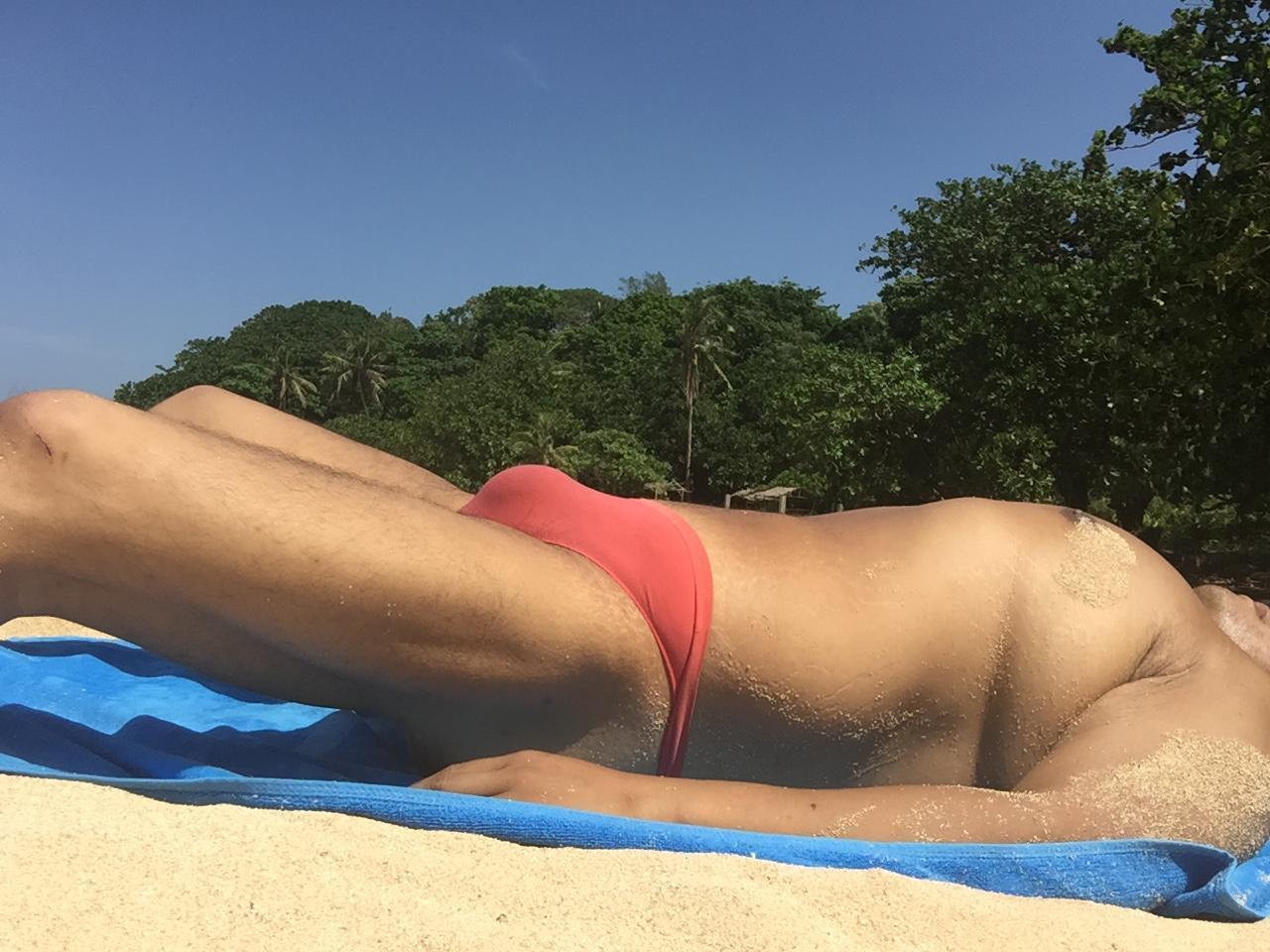 Bikini sun bather (39/218)