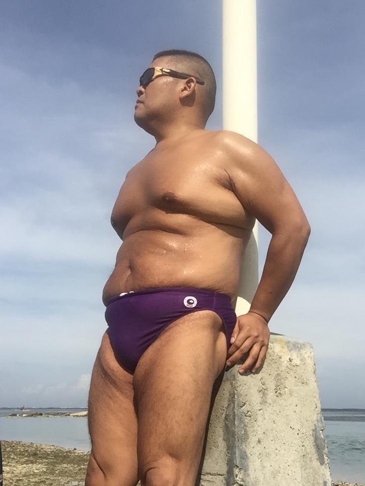 Bikini sun bather (87/218)