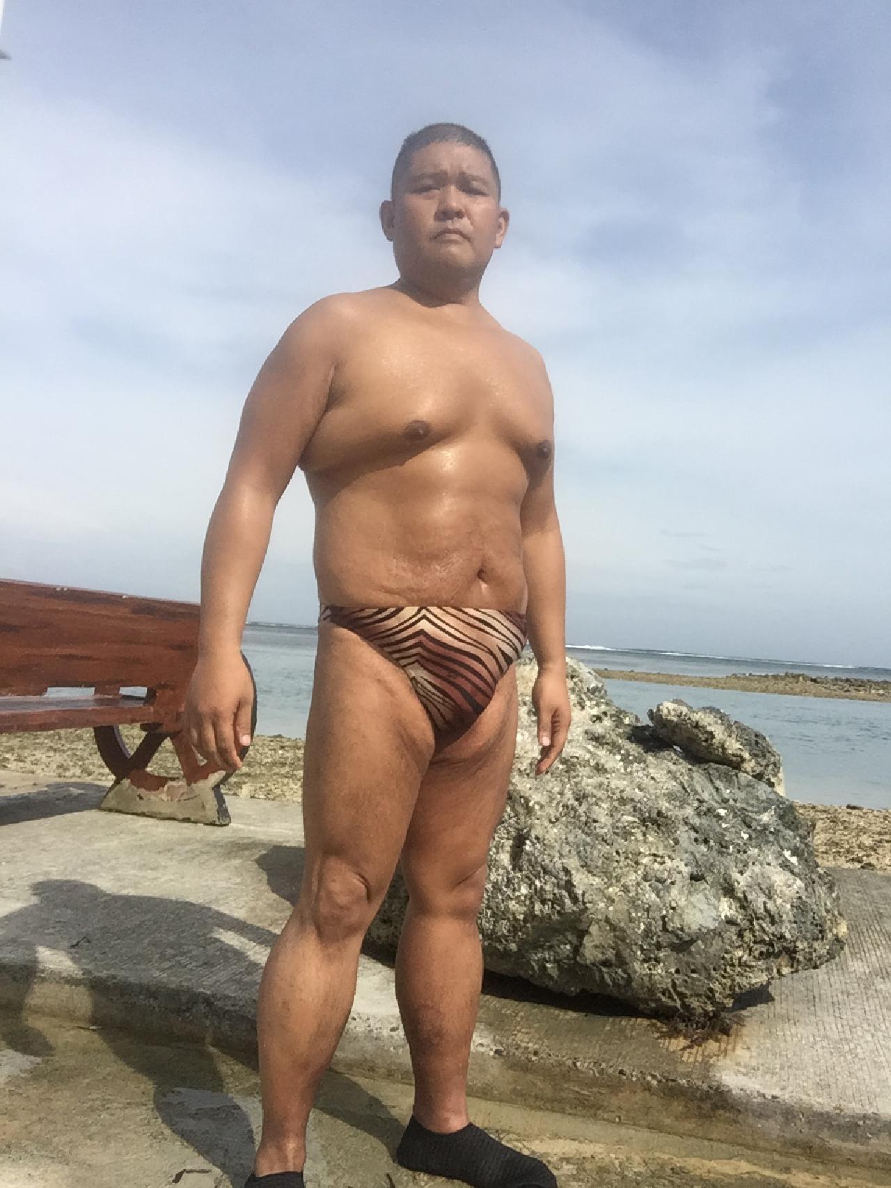 Bikini sun bather (107/218)