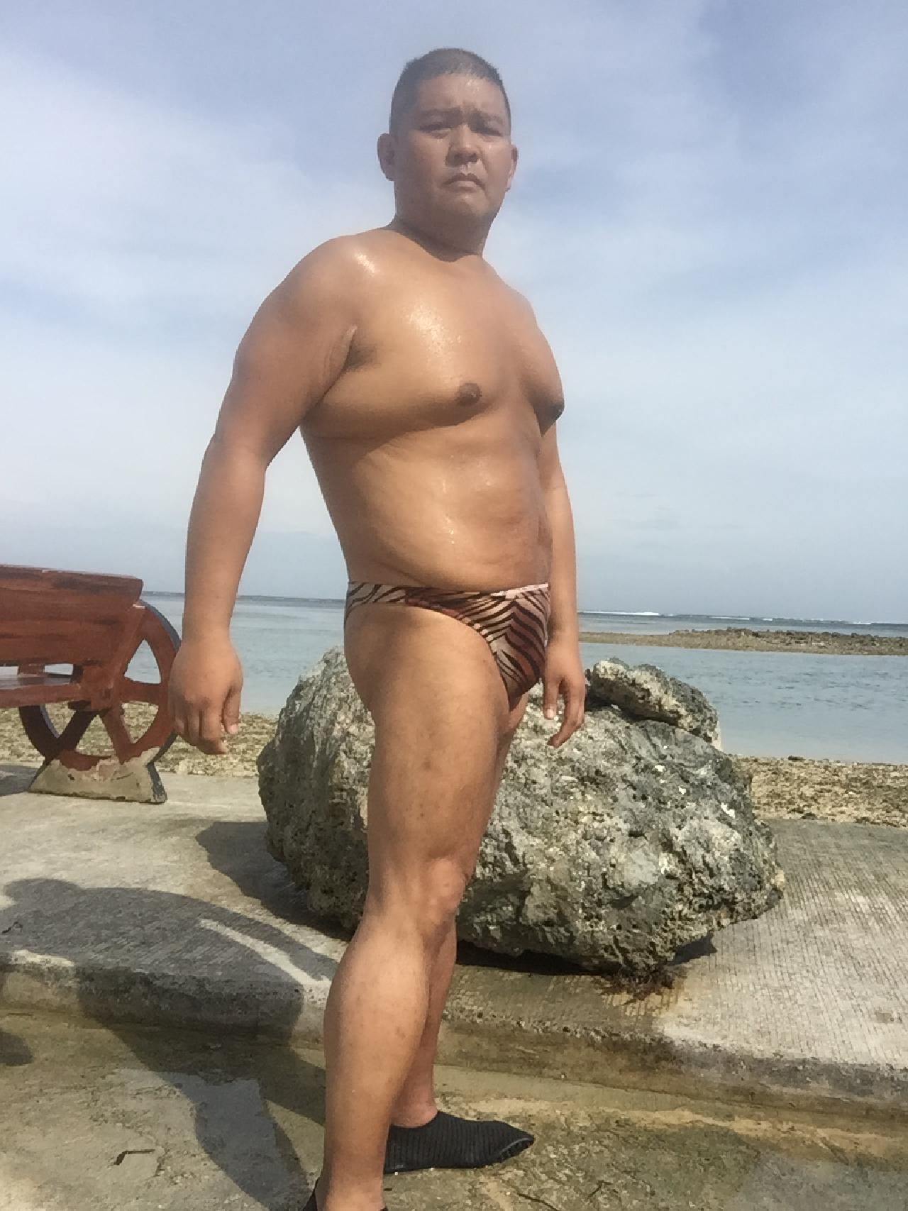 Bikini sun bather (110/218)