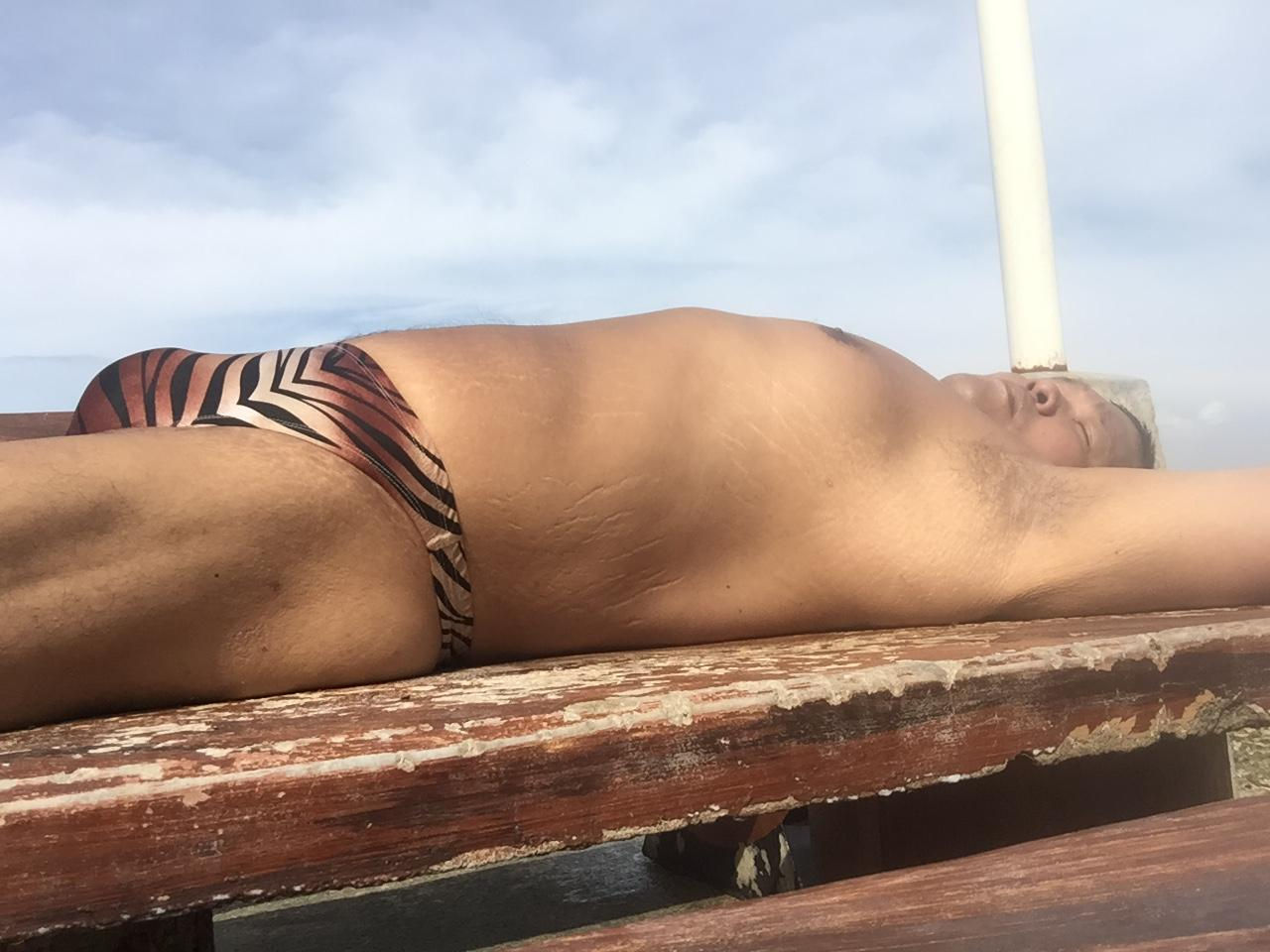 Bikini sun bather (119/218)