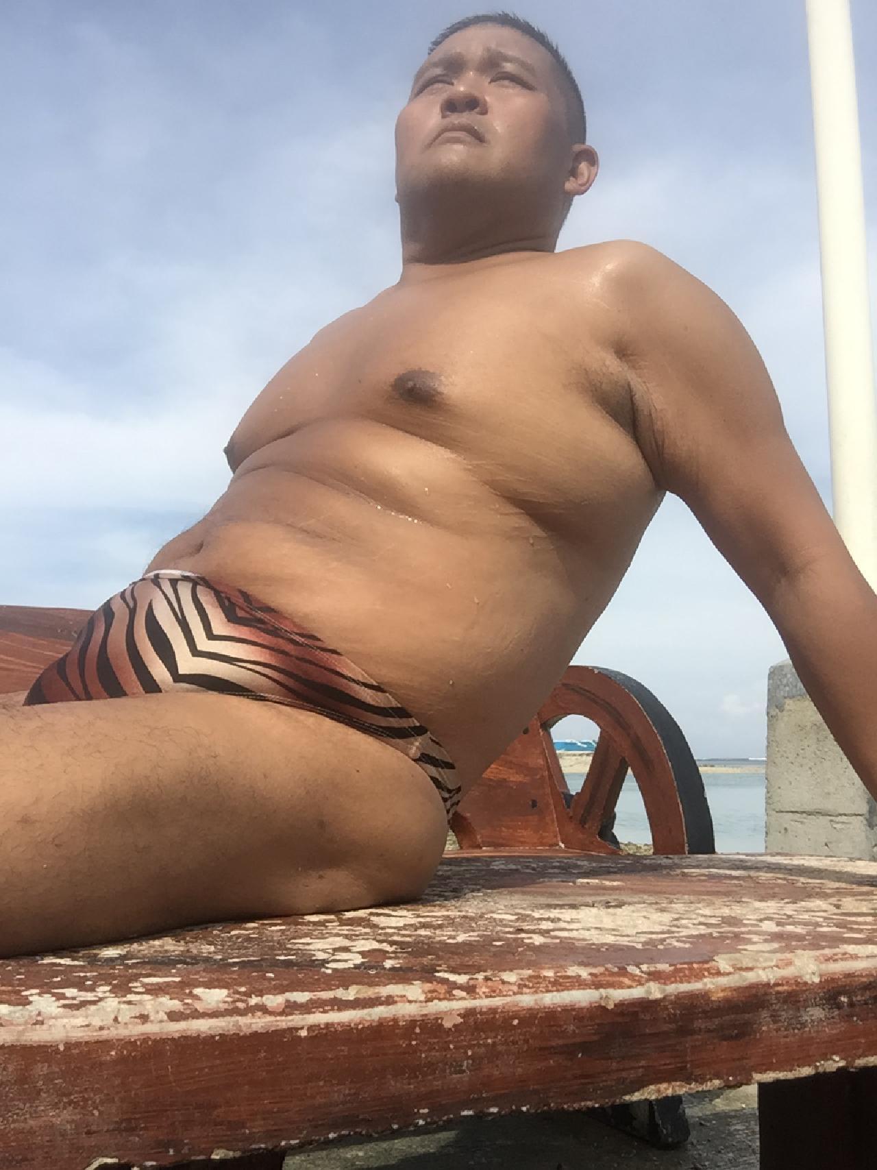 Bikini sun bather (122/218)