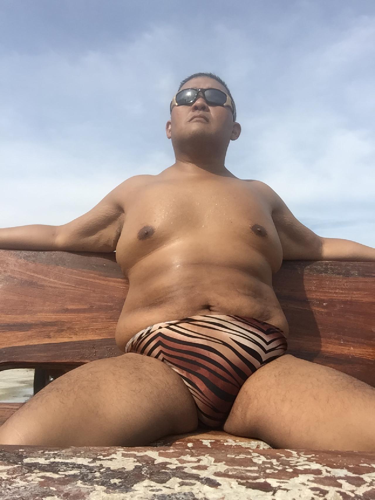 Bikini sun bather (124/218)