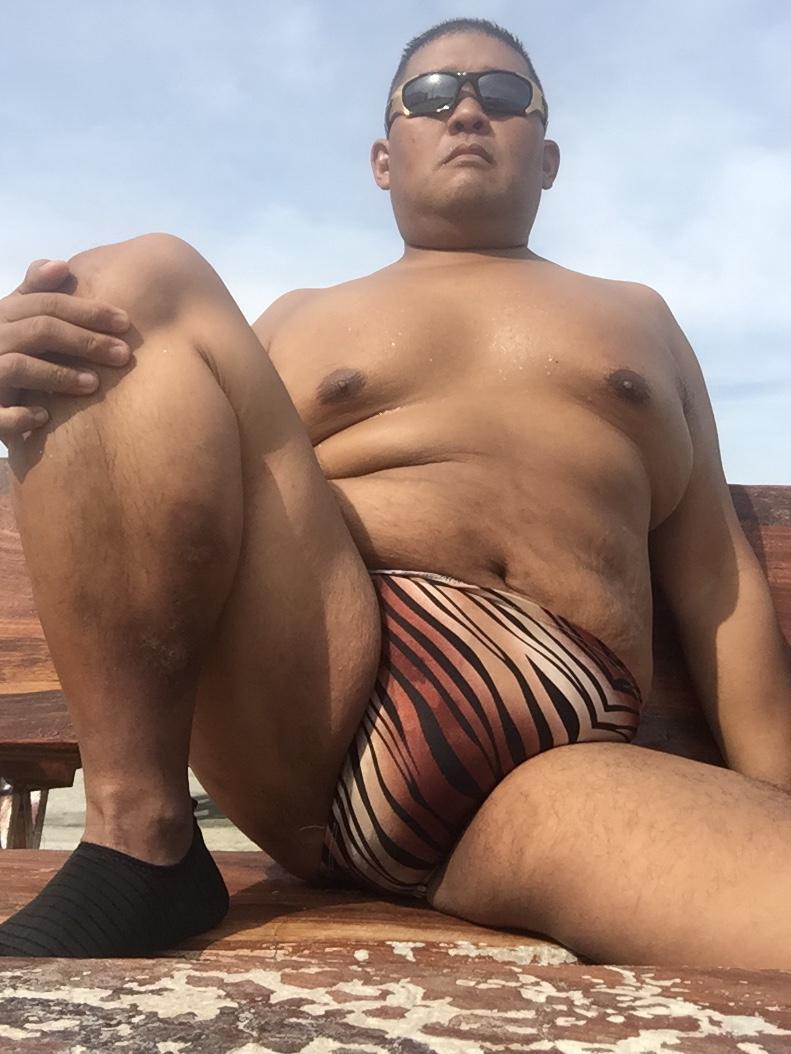 Bikini sun bather (125/218)