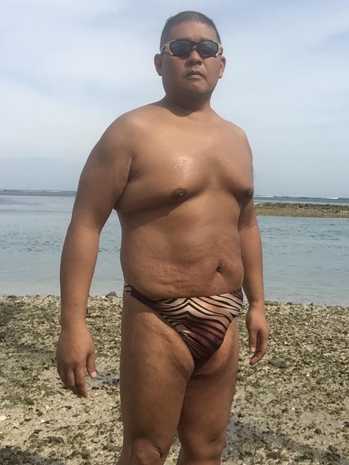 Bikini sun bather (127/218)
