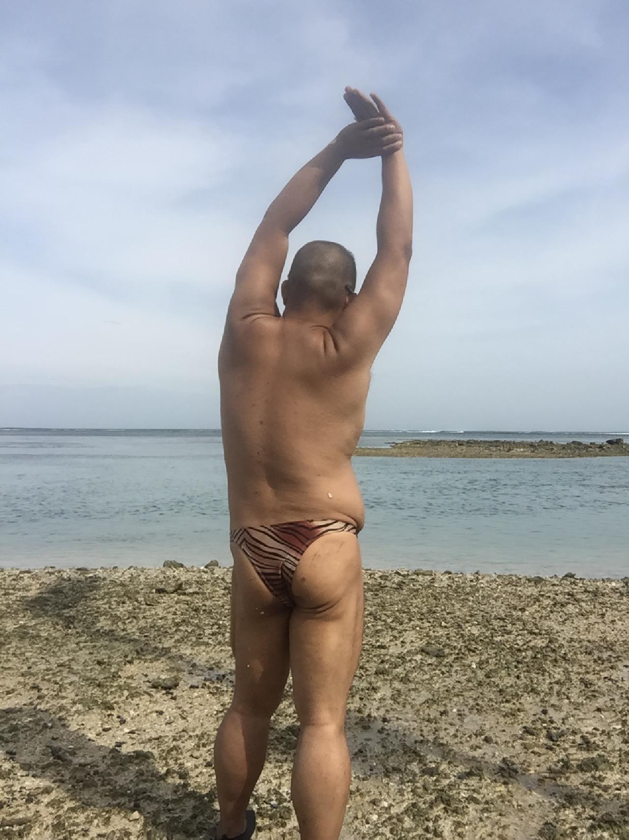 Bikini sun bather (131/218)