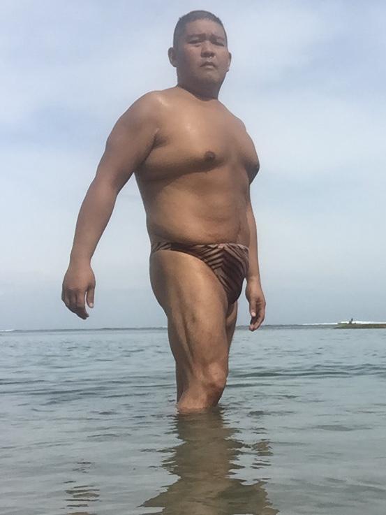 Bikini sun bather (135/218)