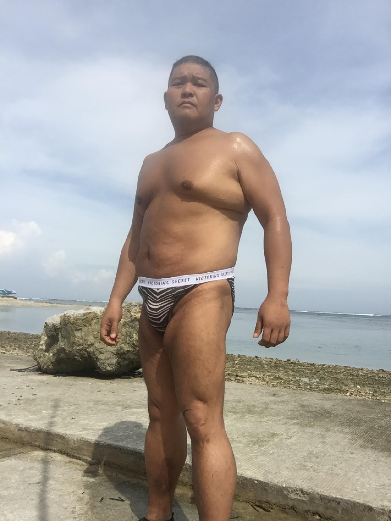Bikini sun bather (138/218)