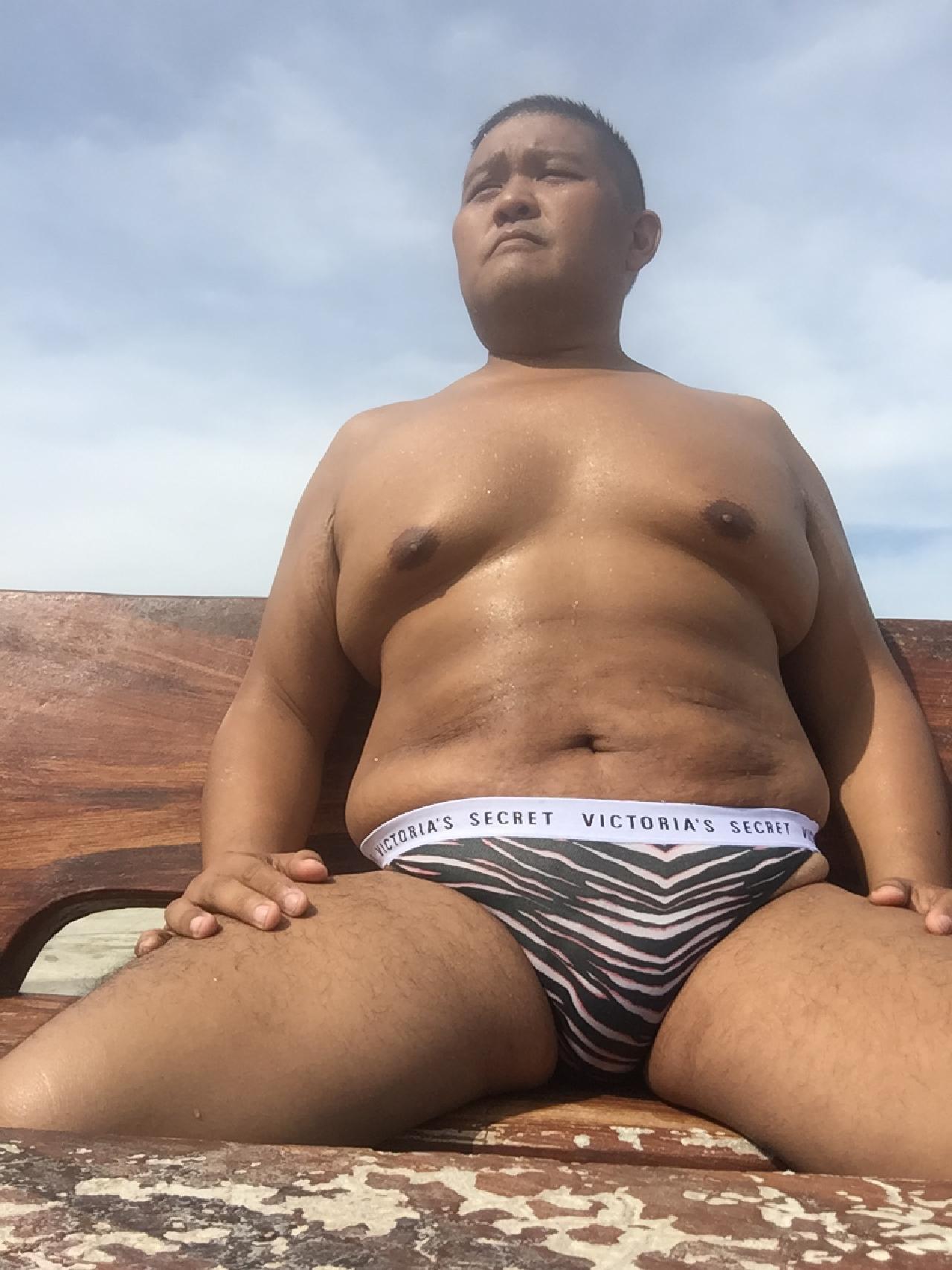 Bikini sun bather (141/218)