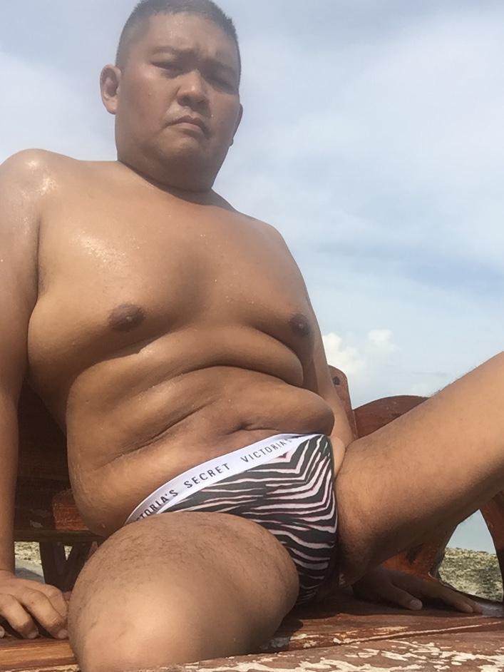 Bikini sun bather (143/218)