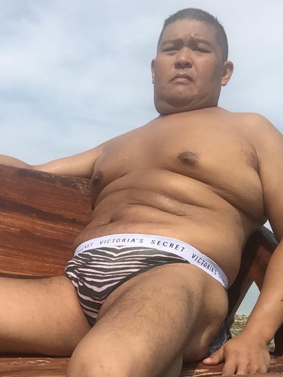 Bikini sun bather (144/218)