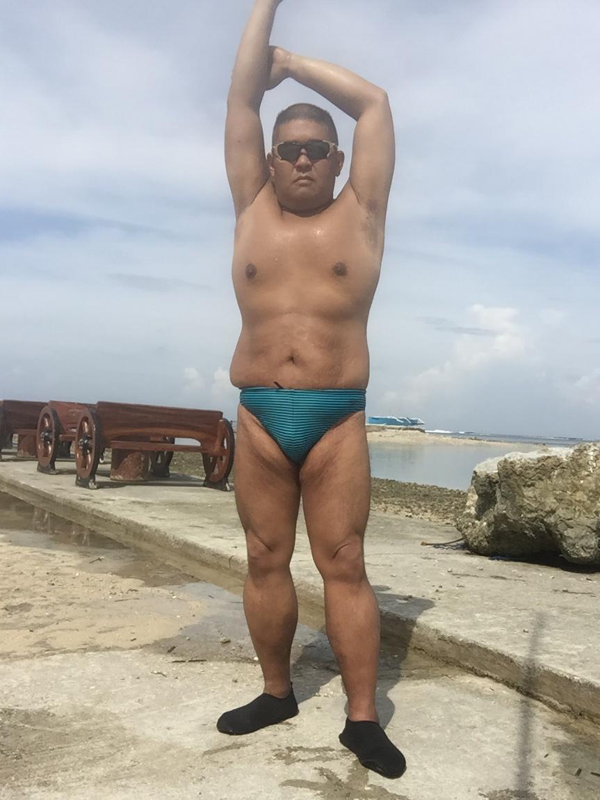 Bikini sun bather (147/218)