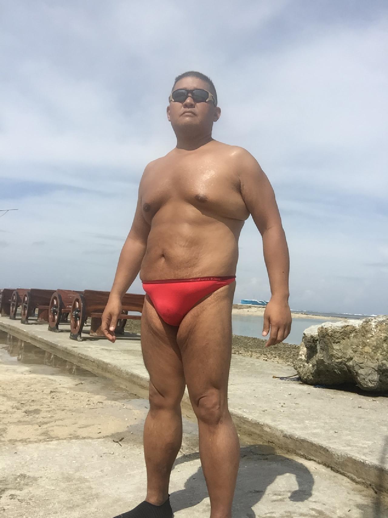 Bikini sun bather (156/218)