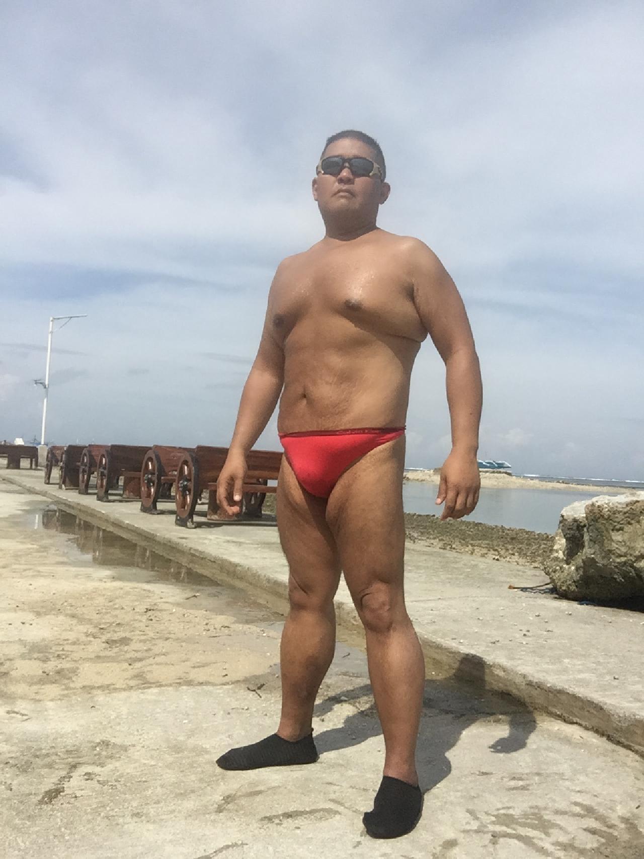 Bikini sun bather (157/218)