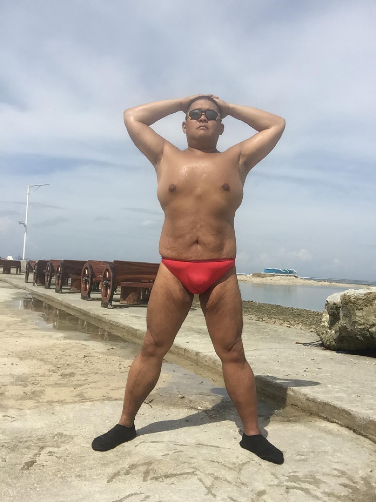 Bikini sun bather (160/218)