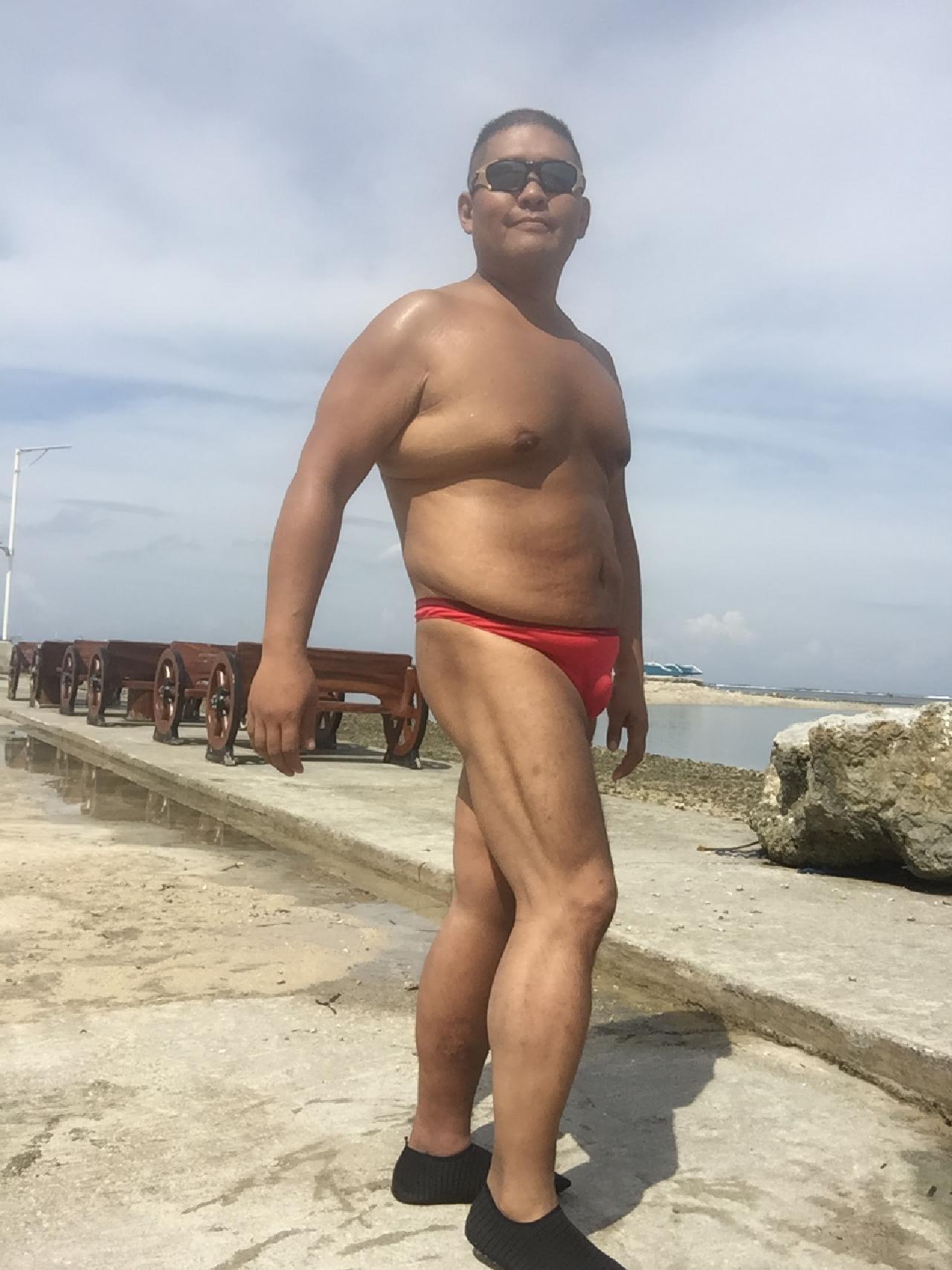 Bikini sun bather (165/218)