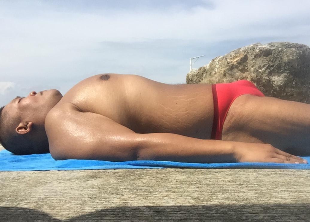 Bikini sun bather (170/218)