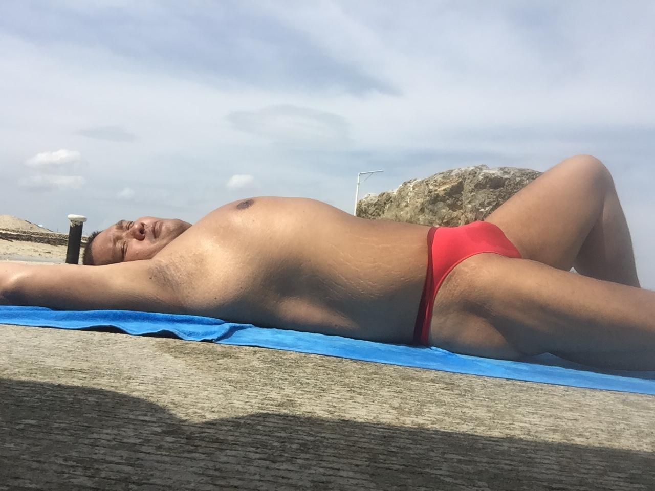 Bikini sun bather (175/218)