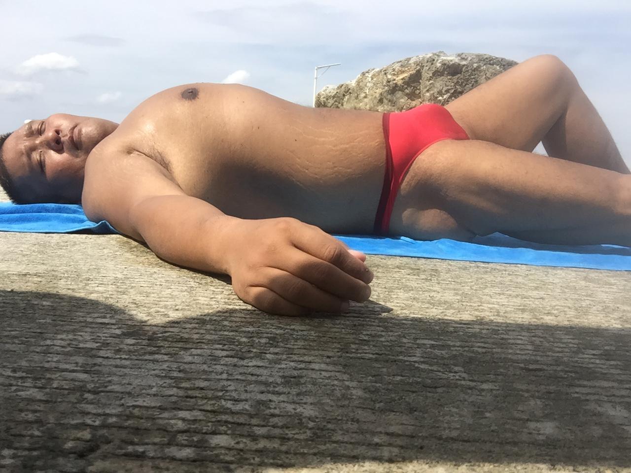 Bikini sun bather (176/218)