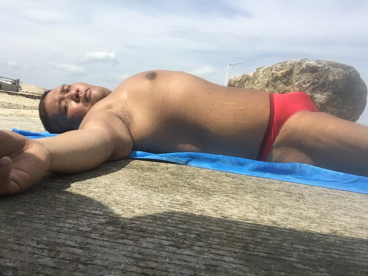 Bikini sun bather (177/218)