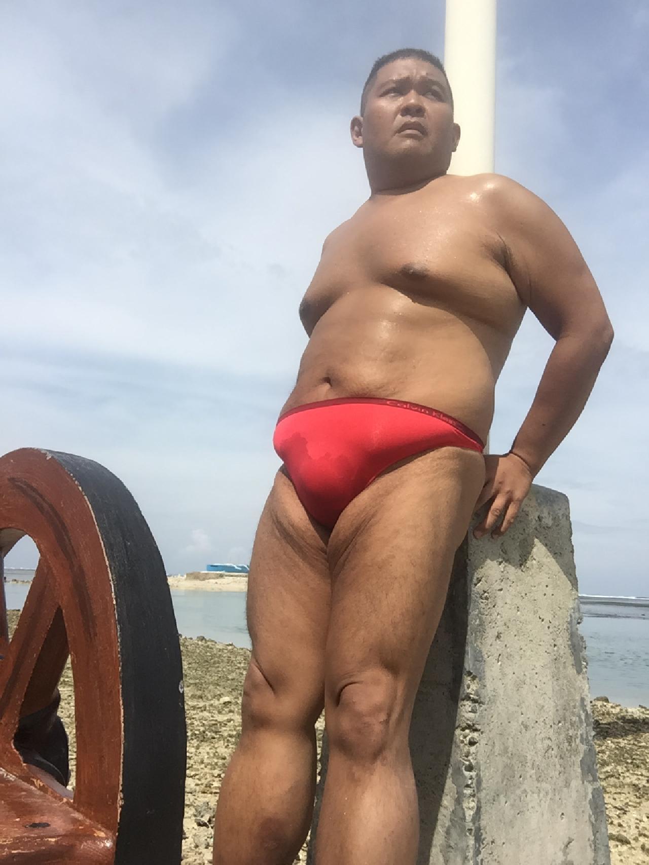 Bikini sun bather (180/218)