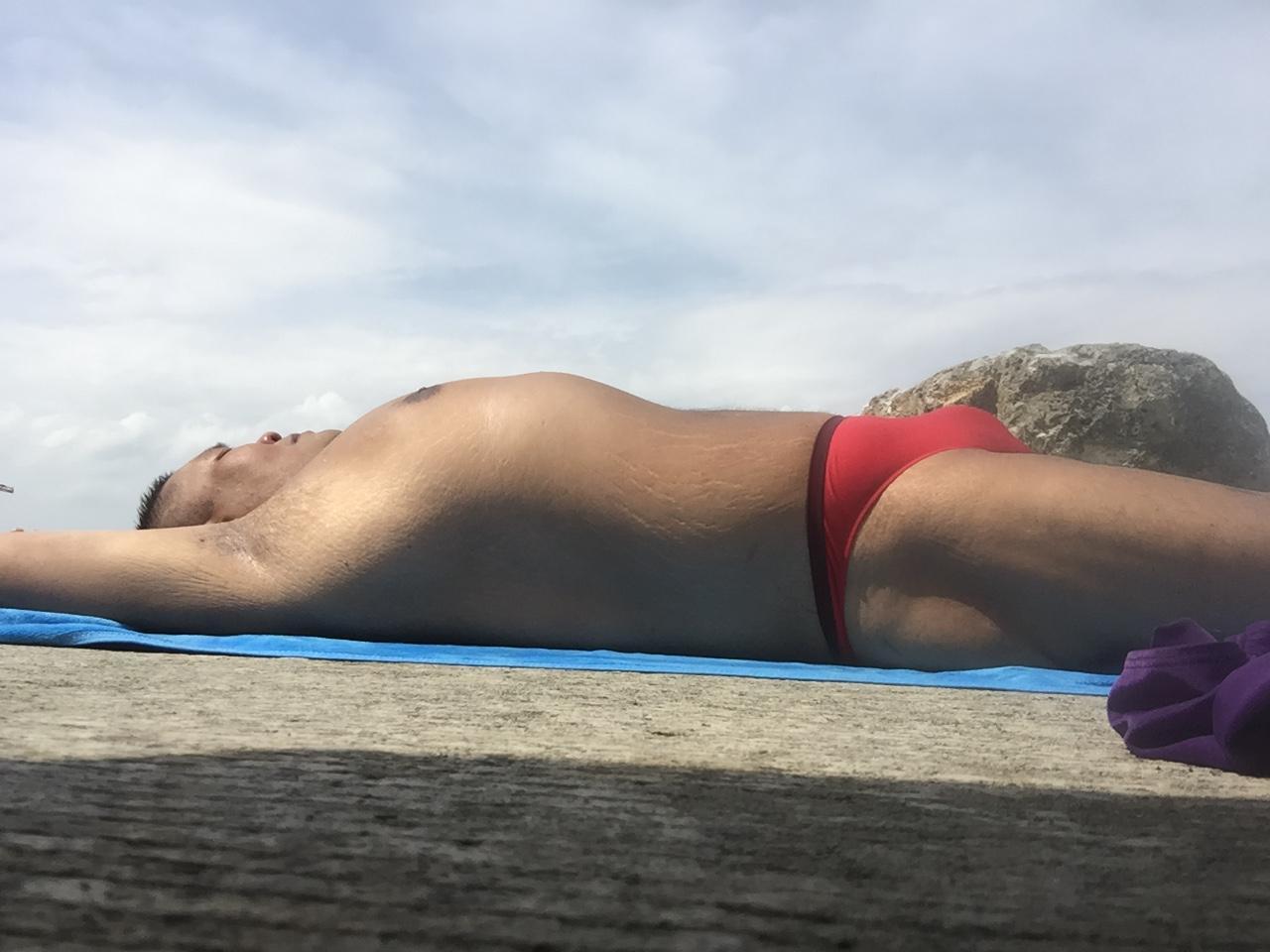 Bikini sun bather (189/218)