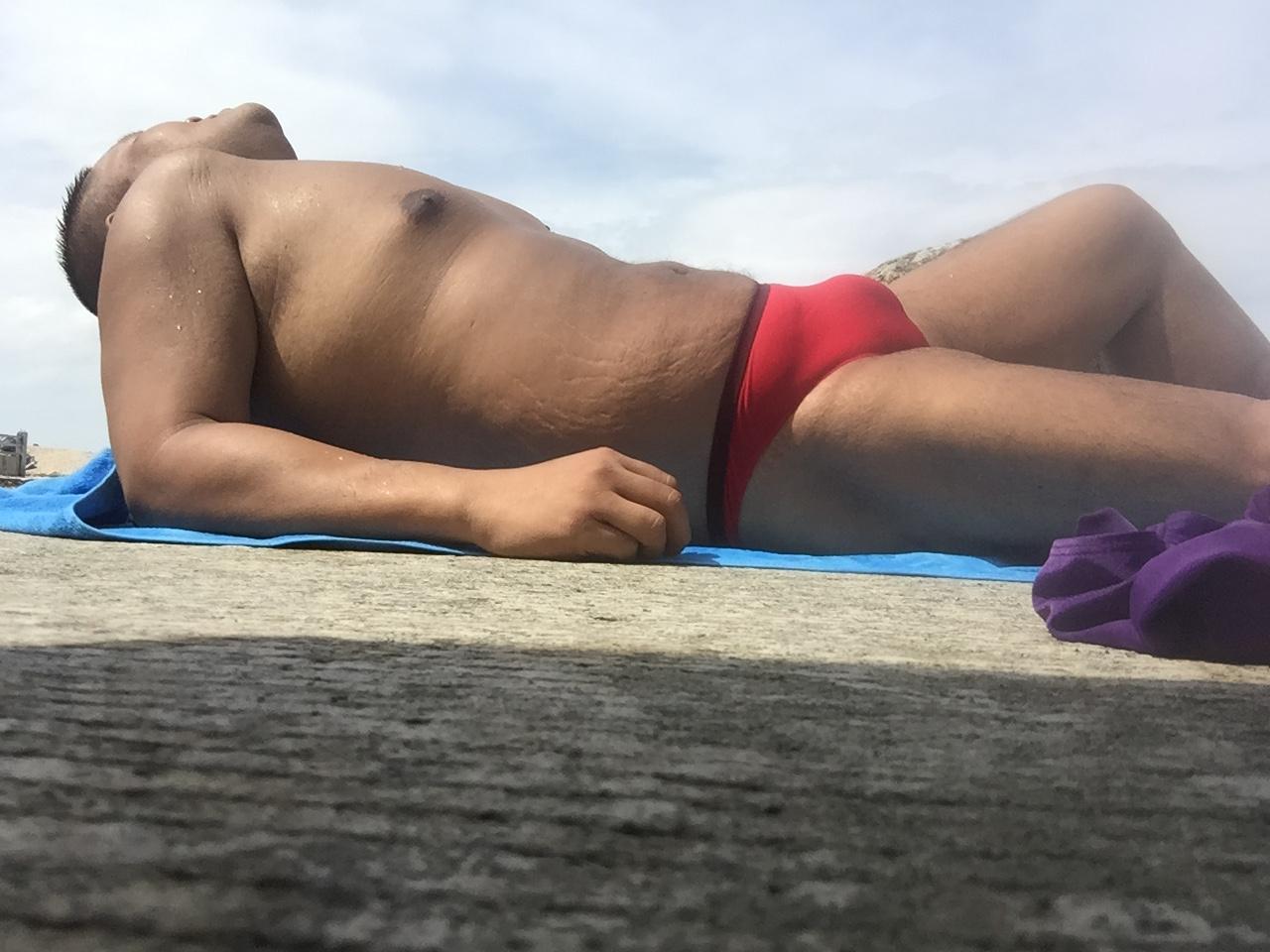 Bikini sun bather (191/218)