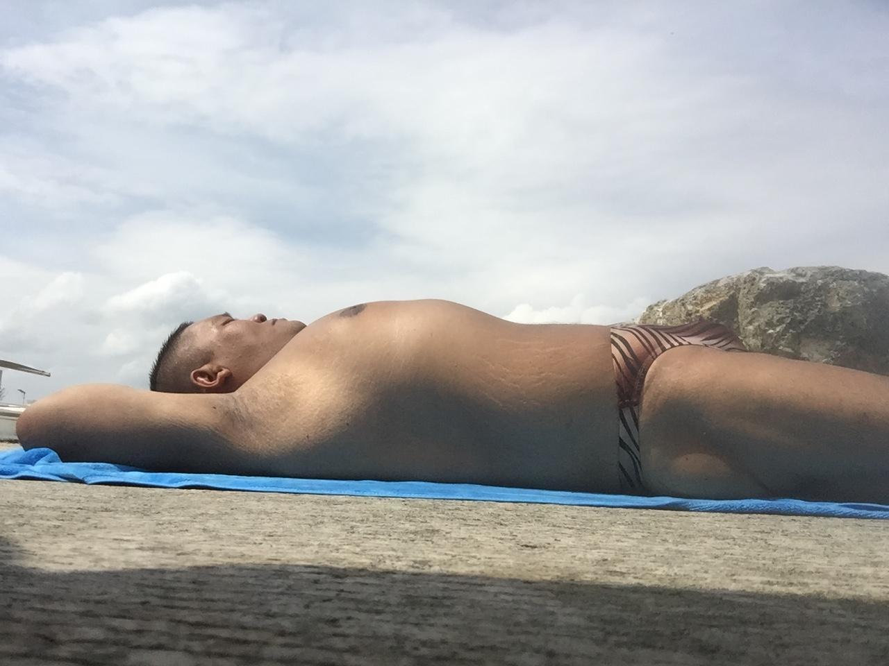 Bikini sun bather (198/218)