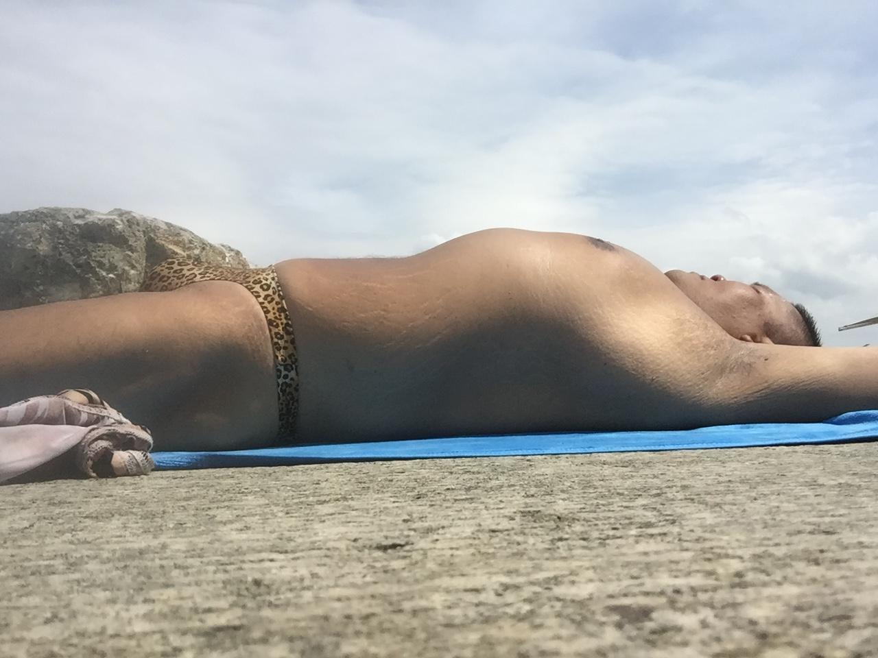 Bikini sun bather (206/218)
