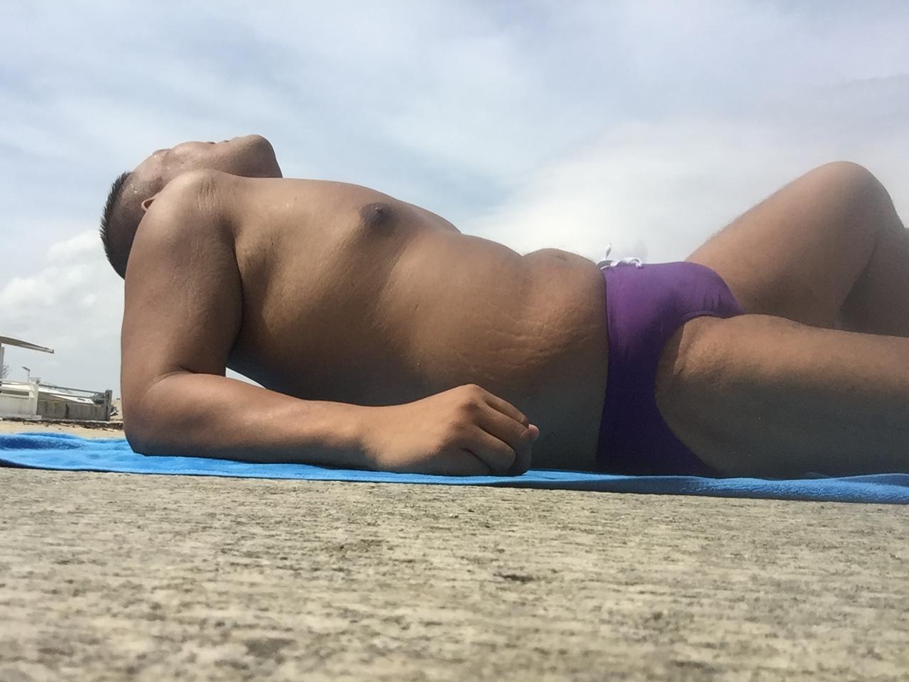 Bikini sun bather (214/218)