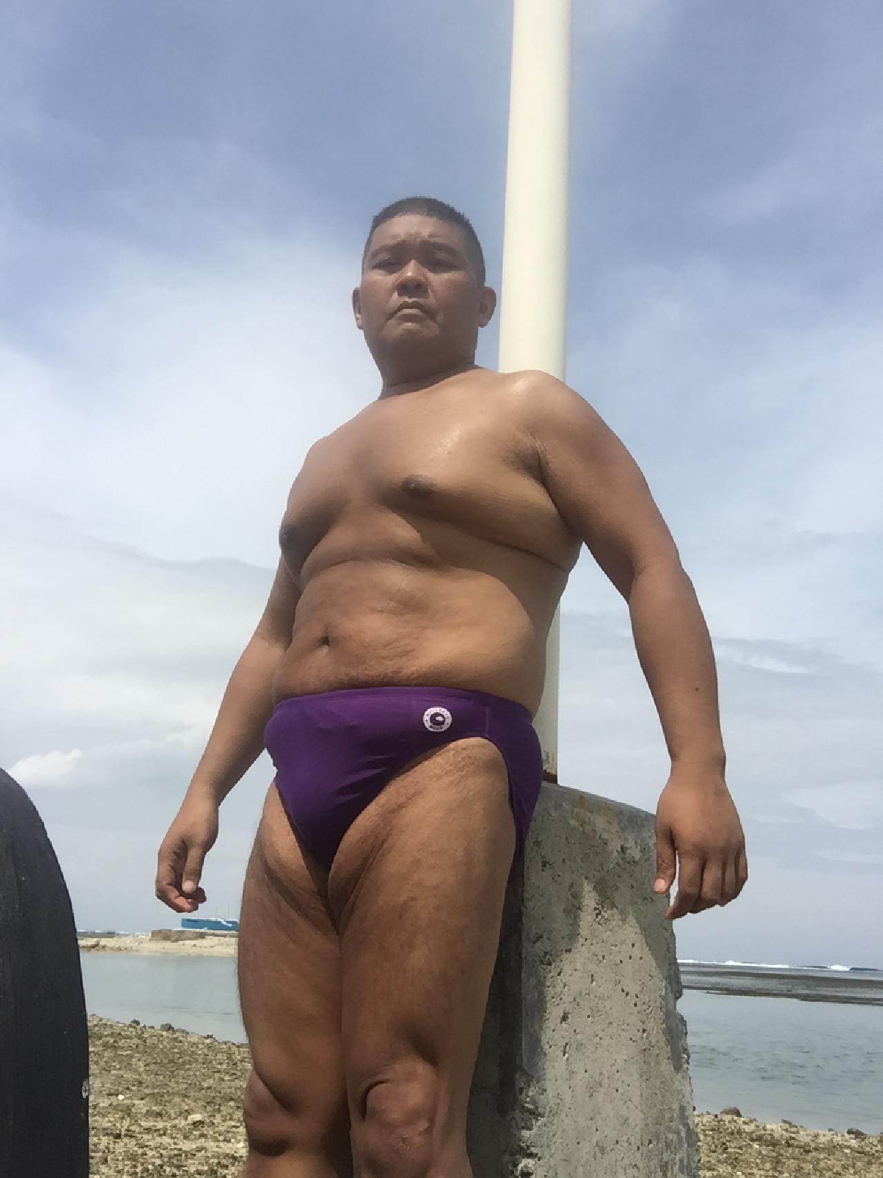 Bikini sun bather (215/218)