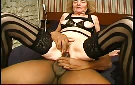 Mature slut wants to be fucked
